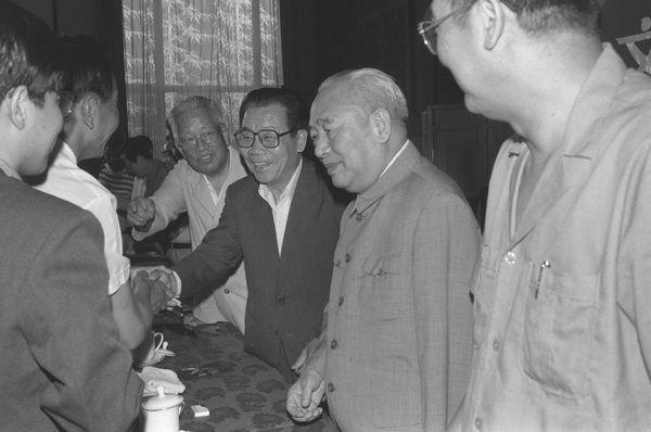 新中国石油工业的创建者原国务院副总理余秋里生平[组图]