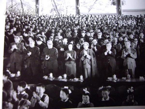 江青和八个外国第一夫人的老照片