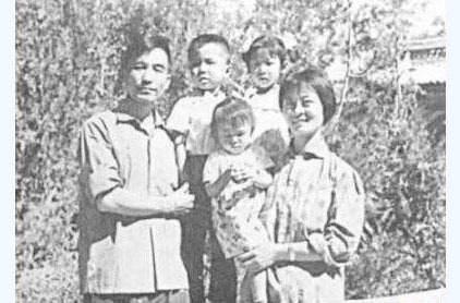 温家宝总理全家福照片[组图]