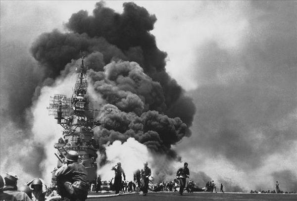 二战中美国航母被击中瞬间[组图]