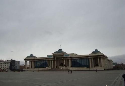家宫 蒙古国有人口二百万多点,乌兰巴托市的人口就占全国人口的