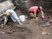 英国发现古罗马角斗士墓地 死者遭砍头或被咬死(组图)