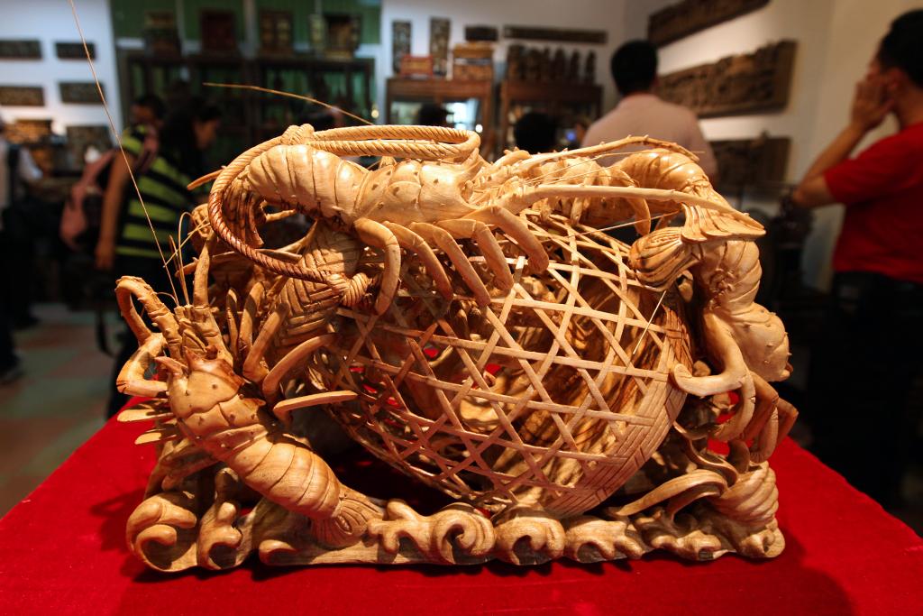 潮州木雕—龙虾蟹篓;