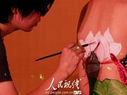 人体彩绘点亮安徽黄山(组图)