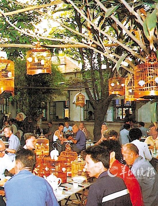 旧时广州街坊喝茶的场景-北上广三城烧卖记图片