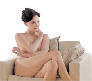 劳拉 艾琳 艾德勒/劳拉·普沃饰演的艾琳·艾德勒引起很大争议。