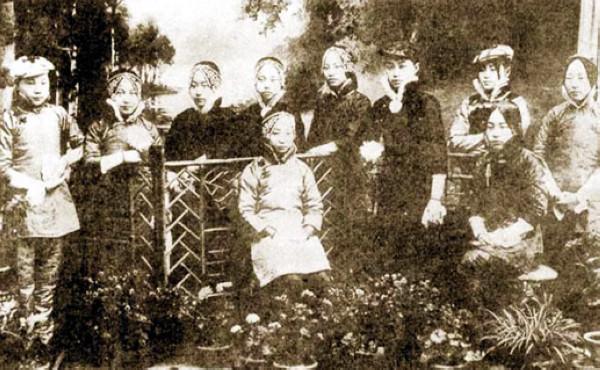 《花街柳巷》:老北京八大胡同的青楼名妓