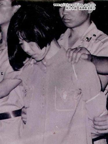 赖祥健,90年代初被枪决,据说是与人通奸,杀了自己的丈夫,死时二十余岁。图为判决时的赖祥健。