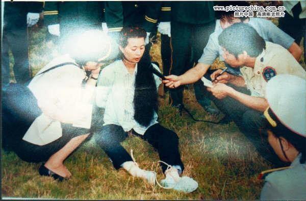 刘伊平,广州白云机场售票员,因贪污55万获罪,赃款全部追缴,1991年被处以死刑。死前与丈夫在狱中通信多次,写下一万多字的日记,表达了对自己犯罪的悔恨之情,被枪毙时23岁。