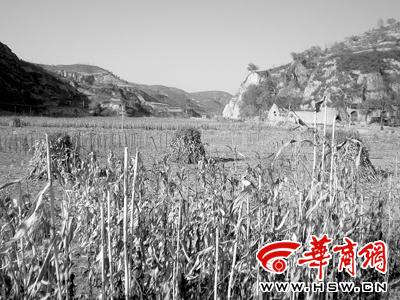 习近平在延安插队时与当地村民的合影(组图)